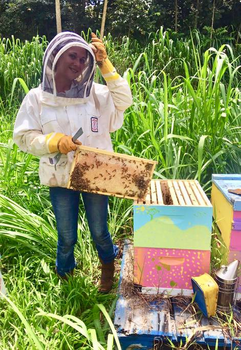 Robin from Kauai Nectar Co in Bee Suit holding bee hive